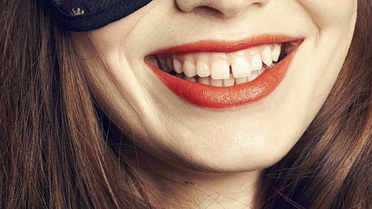Como arreglar los dientes separados