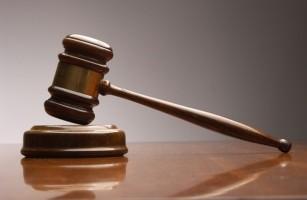 librarse de ir de testigo a un juicio