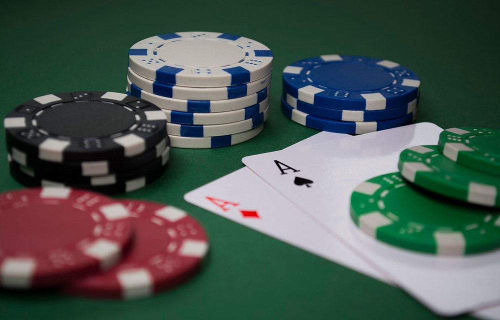 como jugar bien al poker