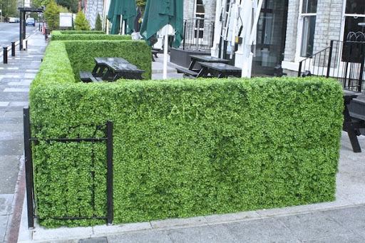 Cómo decorar tu jardín o terraza con setos artificiales