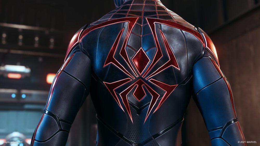 La parte trasera del traje técnico avanzado en Spider-Man Mile Morales