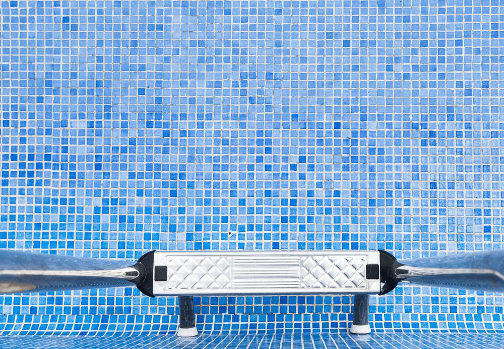 bajar el nivel de cloro de la piscina